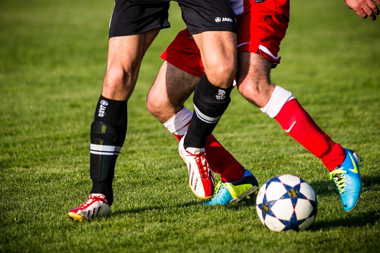 deine-fussballwelt Fusballer Knie